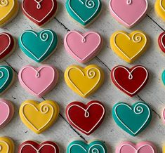 Valentine's Day Bright Heart Cookies - Cupcakes Cookies Cupcake, Valentine's Day Sugar Cookies, Sugar Cookie Royal Icing, Cookie Icing, Heart Cookies, Cut Out Cookies, Iced Cookies, Cute Cookies, Valentines Day Cookies
