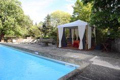 La piscine et le kiosque de massage en plein air Massage, Plein Air, Outdoor Decor, Home Decor, Kiosk, Plunge Pool, Park, Decoration Home, Room Decor