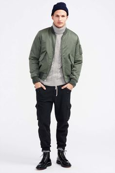 An olive bomber jacket looks especially great when paired with black cargo pants. For something more on the elegant end to finish off this outfit, introduce a pair of black leather casual boots to the mix. Mens Cargo, Cargo Pants Men, Male Fashion Trends, Mens Fashion, Sporty Fashion, Gq, The Fashionisto, Green Bomber Jacket, J Crew Men