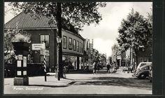 Putten, Dorpsstraat met auto's en passanten.- in 1961.