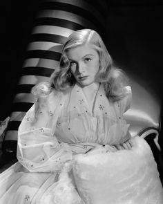 Veronica Lake in negligee 1940s