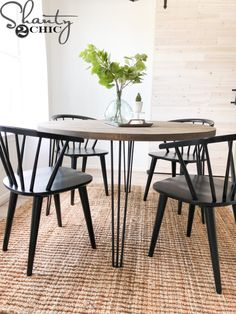 diy interieur Read on and get started. DIY Round H - Hairpin Dining Table, Diy Dining Table, Round Kitchen Tables, Rustic Table, Hairpin Table Legs, Dining Decor, Farmhouse Table, Dining Rooms, Diy Esstisch