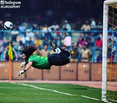 #OTD in 1995: Colombian goalkeeper Rene Higuita famously made a 'scorpion-kick'…
