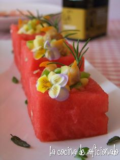 Watermelon cubes with mango vinaigrette Chef Recipes, Fruit Recipes, Summer Recipes, Food Network Recipes, Cooking Recipes, Martini, Unique Recipes, Ethnic Recipes, Dinner Party Recipes