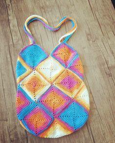 Shoulder bağ. Crochet bag with alize diva batik