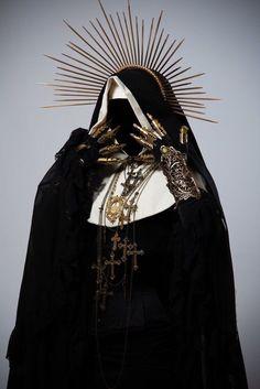 """黒いオラフ☃️ on Twitter: """"神聖な聖職者であるシスターがゴッツイ武器を持っていたりしてるの好きっす。… """""""