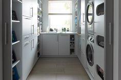 Küche und Hauswirtschaftsraum von Schüller Küchen