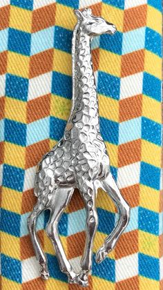 Beautiful Giraffe Pewter Brooch, gift boxed