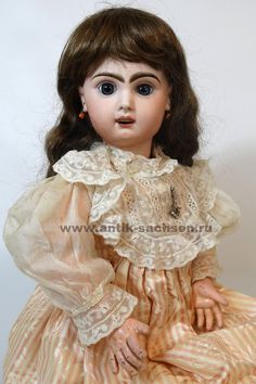 Французская антикварная кукла, выпущена в 1890-1898 годы на фабрике Jumeau в Париже. Размер куклы 60 см. #antiquedoll #antiquedolls #antiquedollshop #antique #antiquities #doll #dolls #dollcollection #антикварнаякукла #poupee #oldtoys #фарфороваякукла #кукла #Bebe #Jumeau
