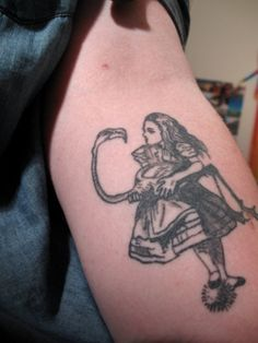 Vintage-Alice-in-Wonderland-Illustration-Tattoo-Idea