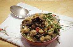 Siamo ormai entrati in autunno e la zuppa di ceci e funghi è un classico di questa stagione. Funghi e ceci sono un abbinamento che a me personalmente in cu