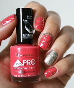 Coral & Gold Web Nailart #nails #prettymani #polish