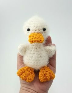 Jetzt das süße Enten-Küken häkeln ---> Grad geschlüpft, möchte es gern mit Dir spielen. Häkle gleich los, dann ist das Küken bald fertig. Viel Vergnügen.