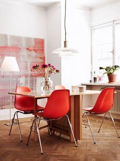 decoración en madera y rojo para el comedor