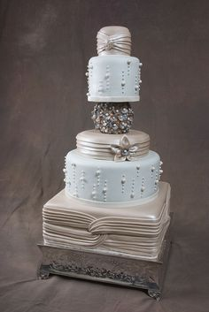 An elegant bride needs to have elegant wedding cake. Browse the 20 most elegant wedding cakes and I'm sure you will be fascinated by their stunning looks. Elegant Wedding Cakes, Elegant Cakes, Beautiful Wedding Cakes, Gorgeous Cakes, Wedding Cake Designs, Pretty Cakes, Amazing Cakes, It's Amazing, Unique Cakes