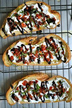 GOAT CHEESE AND SUN DRIED TOMATO CROSTINI http://www.stuckonsweet.com/goat-cheese-and-sun-dried-tomato-crostini/