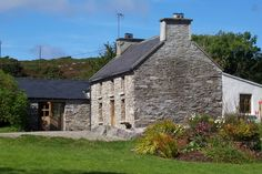 Original Irish Stone Cottage set in 2 acres – Cottages for Rent in Toormore, Schull, West Cork, Ireland – Farmhouse Coastal Farmhouse, Coastal Cottage, Cottage Homes, Stone Exterior Houses, Stone Houses, Barn Conversion Exterior, Ireland Homes, Cottages Ireland, Stone Facade