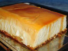 Tarta de flan de queso,  RECETA:Un molde de 1 1/2 litros con el fondo caramelizado.De base galletas o una plancha fina de bizcocho. Una tarrina de queso de untar. Un vaso de los de 200 ml de leche. El mismo vaso de azúcar,pero sin estar demasiado lleno. Un sobre de cuajada. 500 ml de nata. Unos 6 quesitos de los del Caserío  Elaboración : http://www.todareceta.es/click/index/852564/?site=losdulcesdeana.blogspot.com.es