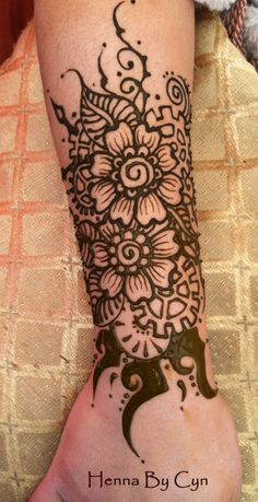 We are practicing our Steampunk Henna, gearing up for the AMAZING PHOENIX COMIC CON, late Jan 2014, where we will be painting Henna. Mehndi Art, Henna Mehndi, Mehendi, Cool Henna, Victorian Gothic, Henna Designs, Flower Tattoos, Body Art, Steampunk