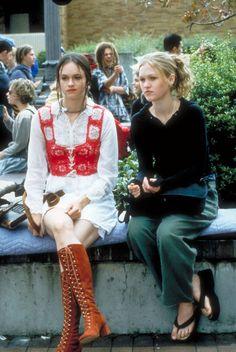 Julia Stiles, 2000s Fashion, Look Fashion, Fashion Outfits, 90s Teen Fashion, Film Fashion, Grunge Outfits, Fashion Clothes, Platform Flip Flops