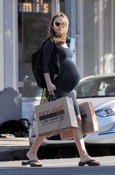 Pregnant Natalie Portman Out Shopping in Los Feliz  Read more: http://www.celebskart.com/pregnant-natalie-portman-shopping-los-feliz/#ixzz4Z7UZVziI