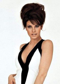 Frederick Schiller: My not-so-secret crush on the beautiful Raquel Welch. **Warning--Brief Nudity** Probably fake, but no youngsters allowed. Raquel Welch, Hollywood Glamour, Hollywood Stars, Vintage Hollywood, Beautiful Celebrities, Beautiful Actresses, Divas, Katharine Ross, Up Girl