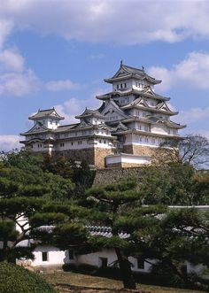 Himeji Castle (姫路城, Himeji-jō) is a hilltop Japanese castle complex located in Himeji, in the Hyōgo Prefecture Beautiful World, Beautiful Places, Travel Around The World, Around The Worlds, Himeji Castle, Japanese Castle, Asian Architecture, Hyogo, Japanese Culture