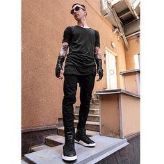 Sunglasses - Kuboraum T-shirt - Thom Krom  Size / M, L Gloves - Julius / -50% Color: black Jeans - Army of Me Size / S, M, L High tops - Cinzia Araia  Size / 41, 42, 43, 44 Available in our online-store www.baddesign139.com Offline Baddesign139 / Nevsky 139 ___________________________________________ Солнцезащитные очки- Kuboraum Футболка - Thom Krom  Размер / M, L Перчатки - Julius / -50% Джинсы - Army of Me Размер / S, M, L Хайтопы - Cinzia Araia  Размер / 41, 42, 43, 44 Доступно для…