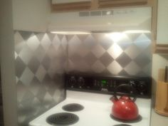 DIY backsplash, great for renters!LOVE IT LOVE IT LOVE   I so want to do this in my house now....