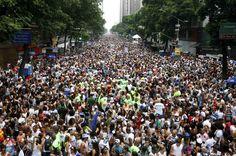 10 FEV 2013, Carnaval de rua, Rio de Janeiro - Multidão do Cordão da Bola Preta toma toda a Avenida Rio Branco (foto: Marcelo de Jesus/G1)