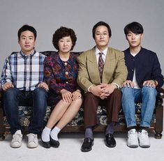 Reply 1988 family photos that staff recently uploaded Drama Korea, Korean Drama, Ryu Joon Yeol, Lee Hyeri, Go Kyung Pyo, K Drama, Best Kdrama, Korean Shows, Got7 Jinyoung