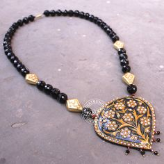 The AROOSA NECKLACE   by Indiatrend. Shop Now at WWW.INDIATRENDSHOP.COM
