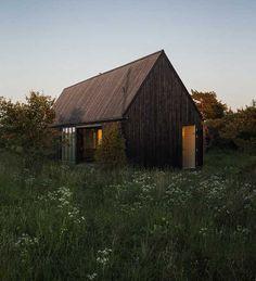 Summer House in Gotland, Suede by Enflo Arkitekter & DEVE Architects