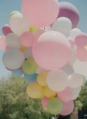 love this big bouquet of balloons!  Reminds me of an 'Up' themed party ...