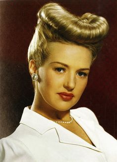 Betty Grable I don't think anyone wore the Victory Roll hairstyle in more ways, or better, than she did. While Patty Andrews was known for her pom, Betty was known for her rolls. Golden Age Of Hollywood, Vintage Hollywood, Hollywood Glamour, Classic Hollywood, Hollywood Makeup, Vintage Makeup, Vintage Beauty, 1940s Makeup, Norma Shearer