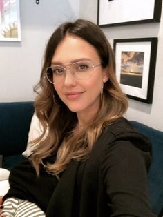jessica alba What has surprised you the most as an entrepreneur? Jessica Alba Style, Breastfeeding Photos, Celebrity Moms, Celebrity Photos, Celebrity Style, Brown Blonde Hair, Hollywood Actresses, Lady, Bayalage