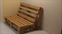 Banco feito com madeira reaproveitada de pallete.