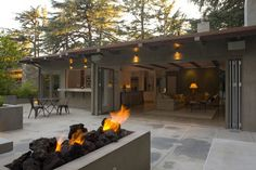 10 Advantages of the Humble Ranch House Indoor-outdoor flow. Ranches are usually built on slabs, so they're level with the yard, and are often laid out in U or L shapes, making them especially conducive to indoor-outdoor living. Take advantage of that b Indoor Outdoor Living, Outdoor Rooms, Outdoor Fire, Outdoor Kitchens, Outdoor Lounge, Modern Exterior, Exterior Design, Ranch Exterior, Cafe Exterior