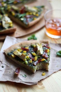 Pesto pizza with artichokes and ham.