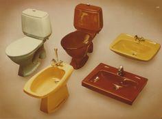 Saniteettiposliinit 1970-luvun väreissä.