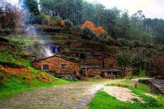 Cabreira, Góis Portugal, Yoga Retreat, Mansions, House Styles, Places, Home Decor, Chop Saw, Star, Decoration Home