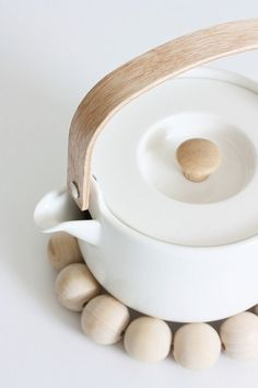 Well, of course. You have to offer tea to your guests with this simple yet elegant teapot by Marimekko Oiva Teapot in White. Marimekko, Kitchen Utensils, Kitchen Dining, Kitchenware, Tableware, Deco Design, Tea Set, Tea Time, Dinnerware