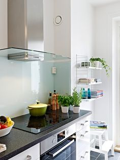 pic from Stadshem Glass Bathroom, Glass Kitchen, Kitchen Redo, Kitchen Dining, Kitchen Remodel, Kitchen Ideas, Backsplash Ideas, Kitchen Backsplash, Kitchen Cabinets