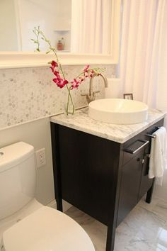 Contemporary bathroom with marble hexagonal tiles on the wall Bathroom Renos, Bathroom Wall Decor, Bathroom Renovations, Bathroom Ideas, Master Bathroom, Bathroom Stuff, Bath Ideas, Bathroom Designs, Bathroom Organization