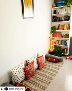 India Home Decor, Ethnic Home Decor, Indian Living Rooms, Colourful Living Room, Rental Home Decor, Easy Home Decor, Home Room Design, Home Interior Design, Home Decor Furniture