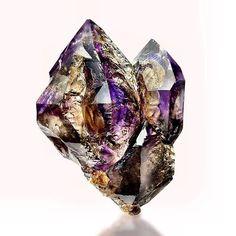 Insanely beautiful elestial amethyst smokey Quartz dug by the Crystal Hunter himself @crystals_of_australia ⚡️✨#highvibrational #elestial #pachamama