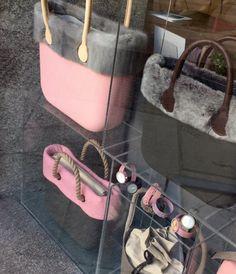 ¡Qué elegante el escaparate nuestra tienda de Serrano, 81! #Volcano & #Pink ideal para los días soleados de invierno.