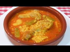 Receta fácil de arroz caldoso con pollo - YouTube Mexican Food Recipes, Ethnic Recipes, Spanish Food, Flan, Thai Red Curry, Menu, Cooking Recipes, Buffets, Chicken Wings
