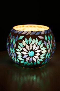 Mason Jar Candle Holders, Candle Holder Decor, Mosaic Art, Mosaics, Glass Painting Designs, Gel Candles, Bottle Vase, Bottles, Craft Stick Crafts
