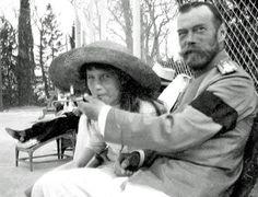 1916: Anastasia smoking with Tsar Nicholas II